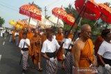 Ribuan umat Buddha kirab Waisak dari Candi Mendut-Borobudur