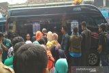 Warga Kulon Progo menyerbu mobil layanan penukaran uang