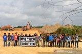 Aktivis lingkungan Riau tolak proyek jalan membelah Hutan Talang. Begini penjelasannya