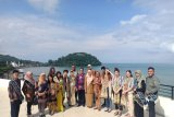 Dozens of youth from BSBI programs learned about Minangkabau cultural arts