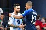 Persaingan Mbappe dengan Messi belum berakhir