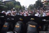 Unjuk rasa rusuh, pemerintah batasi medsos