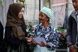 Tim Sinergi Literasi salurkan sembako untuk lansia