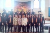 Male Choir Toumuung Catholica Chorus Meriahkan Misa Penutupan HUT-30 KBK
