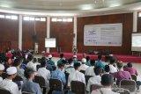 Relationship Officer BPJS Kesehatan Kantor Cabang Bogor, Yusuf Pramono, sedang memaparkan program layanan kesehatan kepada peserta Pesantren Kilat Ramadhan 2019 yang digagas bersama Serikat Pekerja Perum LKBN ANTARA, SEAMEO BIOTROP dan para pihak. Kegiatan ini didukung Otoritas Jasa Keuangan (OJK), Rumah Sakit Pelni, Star Energy, Yayasan Baitul Maal (YBM) BRI, Taman Safari Indonesia (TSI), Tiga Roda (Indocement), Batamindo Investment-Cakrawala, Cibinong Center Industrial Estate (CCIE), PT Anpa, BPJS Kesehatan, BPJS Ketenagakerjaan, Faber Castell, Indofood, Alfamart, UNITEX, Lezza, dan The Jungle Waterpark, di Bogor, Minggu (26/5/2019). (Megapolitan.Antaranews.Com/Foto: Rizky Fazriansyah).