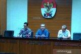 KPK menetapkan tiga tersangka suap izin tinggal  Kantor Imigrasi NTB