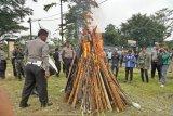 Polres Mimika bakar ratusan anak panah