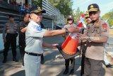 PT Jasa Raharja NTT serahkan sarana pencegahan kecelakaan mudik Lebaran