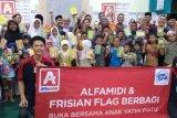 Alfamidi memberikan donasi kepada Panti Asuhan Muhammadiyah Al Amin