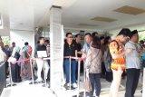 WNI antre melayat Ibu Ani Yudhoyono di KBRI Singapura