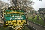 Bunga duka pertama untuk Ibu Ani di Kalibata dari Gubernur Jatim