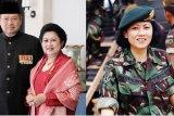 Warga Pacitan kibarkan bendera setengah tiang kenang almarhumah Ani Yudhoyono