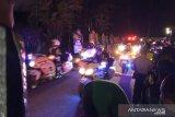 Mobil jenazah Ani Yudhoyono dikawal motor gede