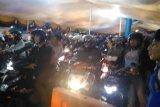 Pemudik bersepeda motor  mulai berdatangan di Pelabuhan Merak