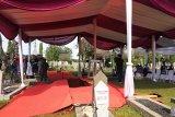Delapan penggali menggali makam Ani Yudhoyono