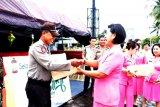 Ketua Bhayangkari Sulut beri bantuan personel Pospam