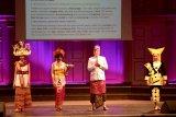 Busana tradisional Indonesia pikat diplomat di Swedia