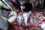 Bunga merah jadi permintaan terakhir Ani Yudhoyono pada SBY