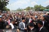 Presiden Jokowi hampiri warga di Monas