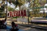 Wisatawan padati objek wisata pantai Lasiana
