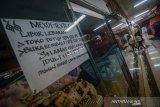 Suasana pusat perbelanjaan Pasar Baru Trade Center yang masih sepi di Bandung, Jawa Barat, Jumat (7/6/2019). Pengelola gedung memprediksi, Pasar Baru Trade Center akan kembali normal pada Senin (10/6/2019) pasca libur Idul Fitri 1440 H. ANTARA JABAR/Raisan Al Farisi/agr