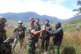 Ajudan Goliat Tabuni serahkan diri kepada TNI