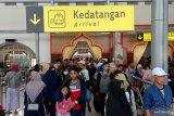 Penumpang arus balik padati stasiun di Jakarta