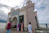 Wisata lebaran di bekas masjid terapung