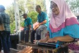 Pariaman City Government displays the traditional music 'Katumbak' to entertain the tourists