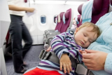 Cara bijak bawa bayi naik pesawat