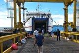 170 penumpang  arus balik diberangkatkan dari Pelabuhan Simboro Mamuju