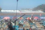 Gelombang tinggi, ratusan nelayan Pantai Baron tidak melaut