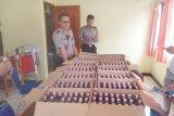 Polisi tangkap dua kru maskapai bawa 336 botol minuman keras
