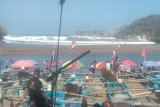 Gelombang tinggi membuat bersih objek wisata Pantai Baron Gunung Kidul