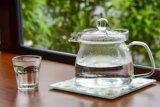 Manfaat minum air hangat, turunkan berat badan hingga usir racun