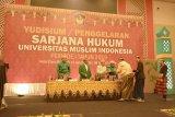 468 Yudisium Fakultas Hukum UMI kenakan pakaian adat