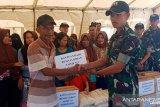 Prajurit 711/Raksatama Palu berbagi dengan korban bencana alam di Sigi