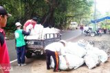 Forum pedagang mulai bersihkan TWA Rimbo Panti dari sampah