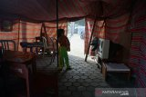 Semiblan bulan di tenda pengungsian