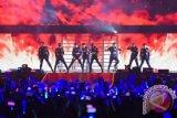 Super Junior membuka konser di Indonesia dengan lagu
