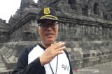 Sisa-sisa lampion terbang kotori di Candi Borobudur