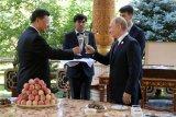 Presiden Rusia memberi es krim Presiden China sebagai kado ulang tahun