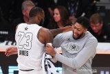 LeBron James rela berikan nomor 23 ketika Davis tiba di Lakers