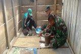 Yonif 725/WRG dan Koramil Okbibab latih warga Pegubin olah kopi