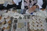 Tes urine siswa baru di SMK Negeri 8 Palembang