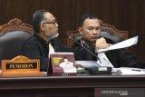 Hakim MK ancam usir Bambang Widjojanto dari ruang sidang karena ini