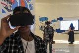 BANDUNG PLANNING GALLERY. Pengunjung menggunakan teknologi VR saat berkunjung di Bandung Planning Gallery di Bandung, Jawa Barat, Rabu (19/6/2019). Bandung Planning Gallery merupakan obyek wisata edukasi baru dan canggih dengan tekhnologi VR yang menerangkan perkembangan pembangunan kota Bandung dari masa ke masa. ANTARA JABAR/M Agung Rajasa/agr