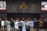 Sidang MK - Hakim Konstitusi Enny Nurbaningsih meminta bukti konfrontir kesaksian Agus Maksum