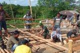 Jembatan amblas, prajurit TNI bangun jembatan darurat Mesuji