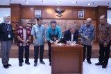 Penandatanganan kerja sama antara Universitas Pancasila dan Kemenpora dalam mengembangkan wirausaha muda. (Megapolitan.Antaranews.Com/Feru Lantara)